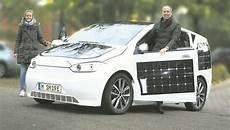 direkt aus der garage sion das e auto mit solarzellen