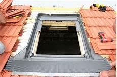 pose store velux pose et remplacement fen 234 tre de toit velux nanterre s 232 vres 92