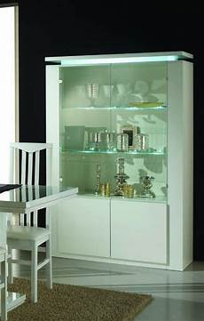 credenze moderne con vetrina vetrina moderna per soggiorno con illuminazione e finitura