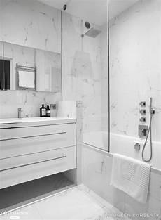 salle de bain marbre le marbre s invite dans cette salle de bains pour un