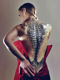 Frauen Rücken - biomechanik menschen und maschinen tattoos
