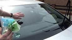 auto sauber machen autoscheiben und windschutzscheibe richtig reinigen und