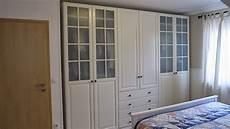 kleines gelbes haus landhaus schlafzimmer