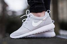 nike womens roshe run quot metallic platinum quot sneakernews
