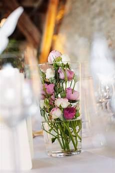 blumen tischdeko im glas tischdeko hochzeit viele kleine im glas sind wundersch 246 n vielleicht noch mit einer