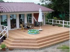terrassen ideen aus holz terasse holz bauernhaus balkon mit geschlossenem