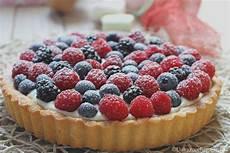crostata alla crema benedetta crostata con crema alla ricotta e frutti di bosco un dolce molto delicato perfetto per chiudere
