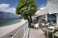 terrazza sul lago di garda ombrellone in alluminio autoportante scorrevole a