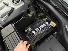 golf 7 autobatterie wechseln volkswagen reparieren schritt f 252 r schritt erkl 228 rt auf