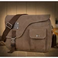 70 tas selempang pria trend terbaru yang akan hits di tahun ini contoh tas terbaru 70 tas selempang pria trend terbaru yang akan hits di tahun ini contoh tas terbaru