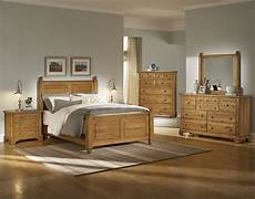 Bedroom Decorating Ideas With Wood Furniture by Light Colored Wood Bedroom Furniture Imagestc