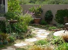 Narrow Side Yard Makeover Pathway To Narrow Side Yard