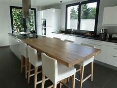 hs cuisine ouverte une grande table avec l il 244 t et pas