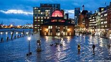 Hamburg Wetter Aktuell - winter storms hit europe with avalanche threat the