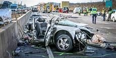 Unfall A 4 - kerpen buir geisterfahrer verursacht unfall a4 gesperrt