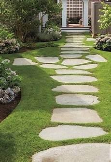 aménagement allée de jardin cr 233 ation d une all 233 e de jardin avec des dalles de gneiss 224 loubes am 233 nagement de jardin