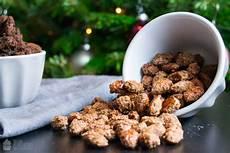 gebrannte mandeln selber machen mit nutella und kokos dreierlei gebrannte mandeln
