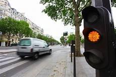 Feu Rouge Point Reglementation Dans Les Rond Points Au Feu Orange Et Sur