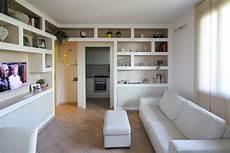 librerie cartongesso immagini arredare il soggiorno con librerie in cartongesso