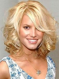 shoulder length blonde curly hair medium length wavy hairstyles circletrest