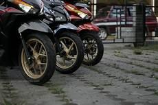 Warna Velg Motor Keren by Cat Velg Motor Warna Emas Memang Jadi Lebih Keren