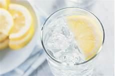 Wie Viel Trinken Am Tag Rechner - lebenselixier wasser wie viel du am tag trinken solltest