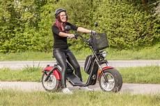 e roller straßenzulassung e scooter elektroroller mit stra 223 enzulassung zwischen