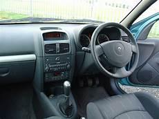 renault clio 1 interieur renault clio hatchback 2001 2008 photos parkers
