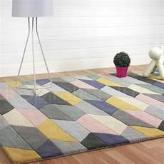tapis graphique multicolore et pastel aux motifs g 233 om 233 triques