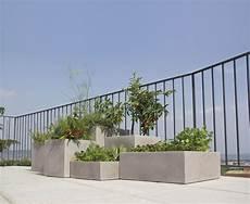 vasi da terrazzo in plastica vaso moderno da esterno e interno minos nicoli