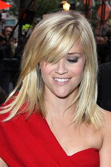 reese witherspoon love her hair this length hair looks beautiful on her on me i just look like
