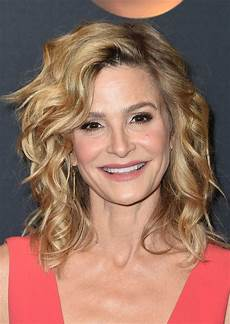 kyra sedgwick medium curls shoulder length hairstyles