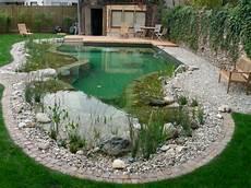 gartenteich pool anlegen kies sitzbank terrasse holz