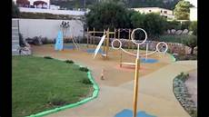 pavimento parco giochi columpios toboganes y pavimentos para que jueguen los