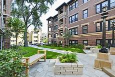Apartments Chicago Friendly by Living In West Lakeview A Lively Chicago Neighborhood