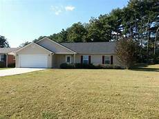 Garage Apartments Greenville Sc by Four Bedroom House With 2 Car Garage House For Rent In