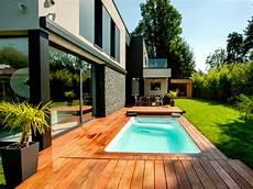 mini pool terrasse mini piscine et terrasse mobile pour un jardin en ville