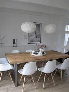 Salle 224 Manger Chaises En Plastique Blanc Table En Bois