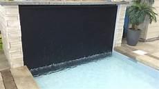 mur d eau avec piscine