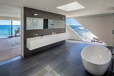 20 Luxurious Bathrooms With A Scenic View Of The
