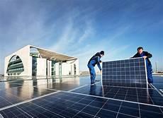 strom ins hausnetz einspeisen mehr solarstrom f 252 rs kanzleramt energiezukunft