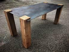 pieds de table design table design industriel plateau acier pieds bois