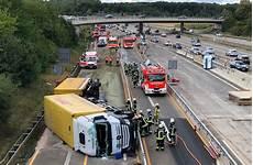 Unfall A8 Gestern - kurz vor leinfelden echterdingen lastwagen auf der