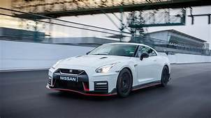 Nissan GT R Nismo 2017 Review  CAR Magazine
