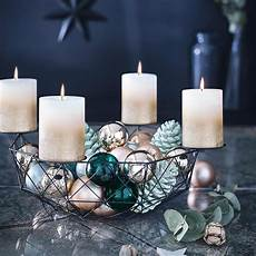 adventskranz metallkorb dekorieren frohe weihnachten
