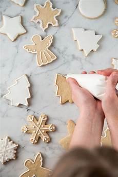 zuckerglasur selber machen zuckerguss selber machen pl 228 tzchen dekorieren spritzbeutel