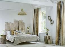 deco lit adulte t 234 te de lit bois flott 233 une d 233 coration romantique qui
