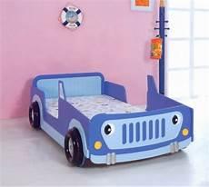 bett auto 50 ideen f 252 r traumhaftes auto kinderbett modernes