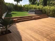 prix aménagement jardin au m2 terrasse en bois choisir les dalles ou les lames