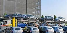 ber vw parkplatz autos statt flugzeuge ber wird zum vw parkplatz